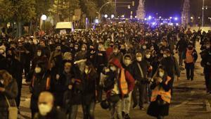 Manifestantes a la altura de Arc de Triomf en el séptimo día de protestas. FERRAN NADEU