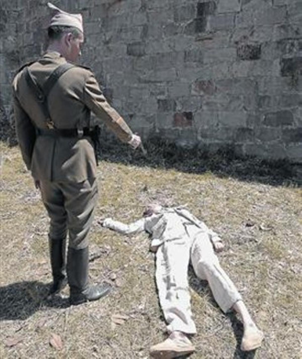 Companys, a quien da vida Carles Martínez, recibe los tiros de gracia.