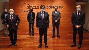 De izquierda a derecha, Andreu Mas-Colell, Salvador Illa y Javier Faus y detrás Marc Ramentol, Cristina Garmendia y Raül Blanco, en el Cercle, este viernes.