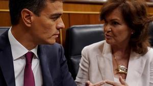 Pedro Sánchez y Carmen Calvo, este miércoles en el Congreso.