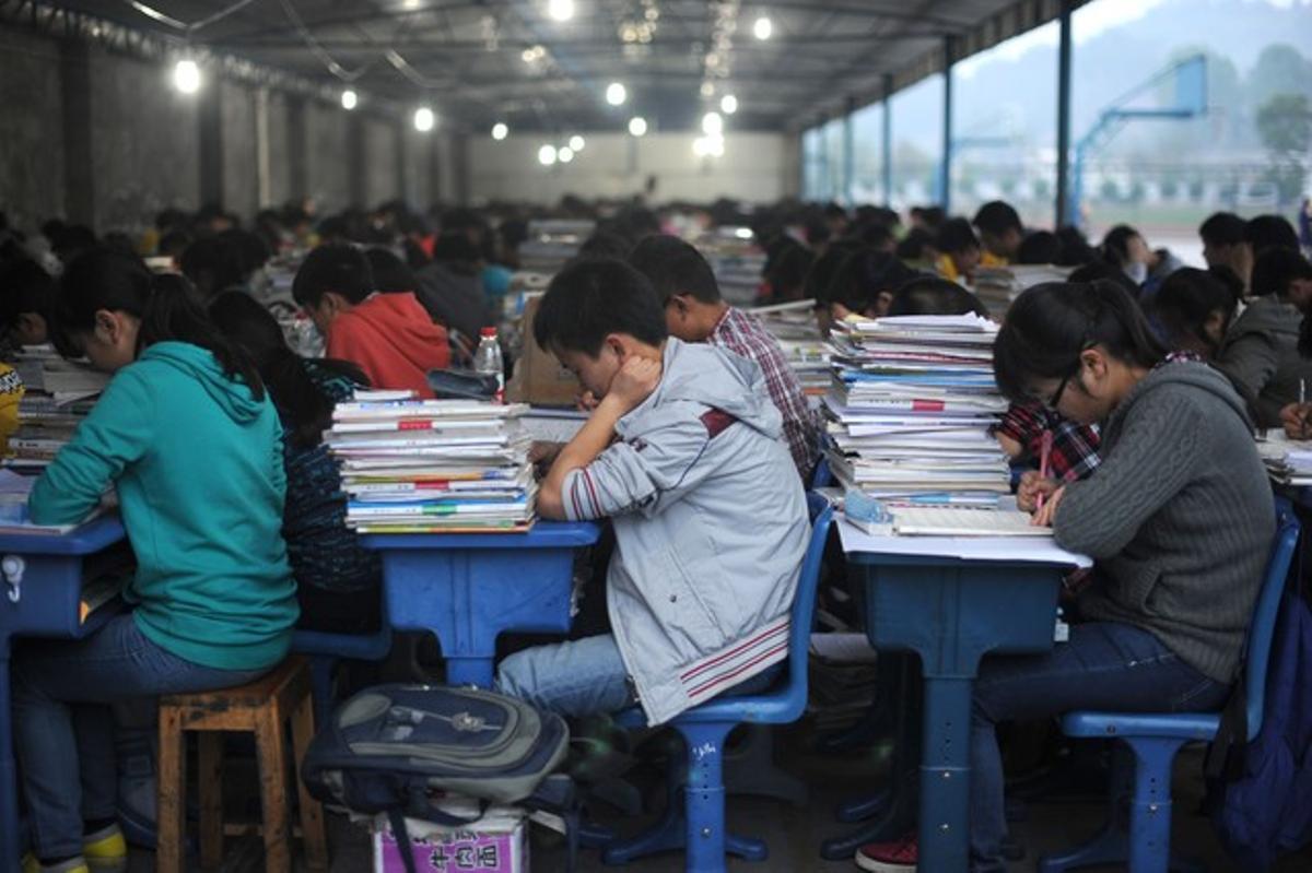 Estudiantes chinos durante un examen en la provincia de Sichuan, el pasado abril.