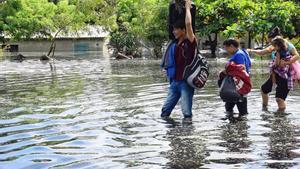 Personas daminificadas por el paso de los huracanes en Honduras.
