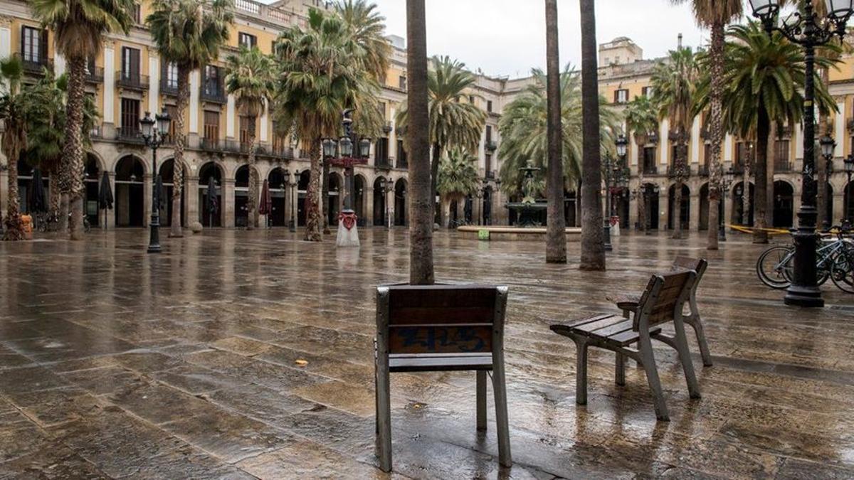 La plaza Reial de Barcelona durante el confinamiento.