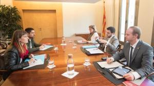 Reunión entre el Govern y los 'comuns' este jueves en la Conselleria.