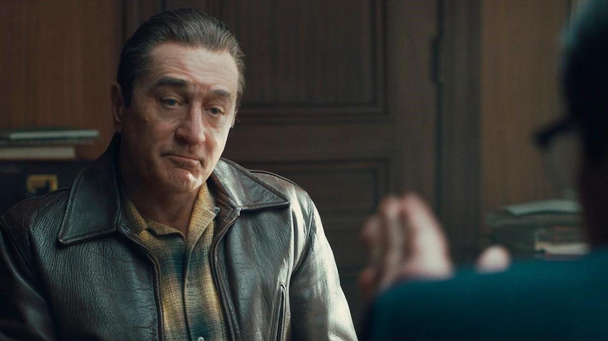 Un Robert De Niro rejuvenecido digitalmente, en un fotograma de 'El irlandés', de Martin Scorsese