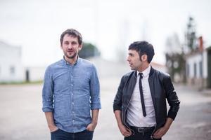 Raúl Arévalo y Antonio Díaz, en una imagen de 'El Mago Pop: 48 horas con...'.