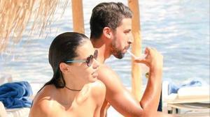 Adriana Lima y Sami Khedira, pillados en Mikonos.