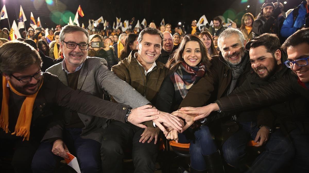 Inés Arrimadas, junto a Albert Rivera y otros dirigentes de Ciudadanos, en Barcelona.