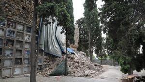 Escombros mezclados con restos humanos 24 horas después del derrumbe.