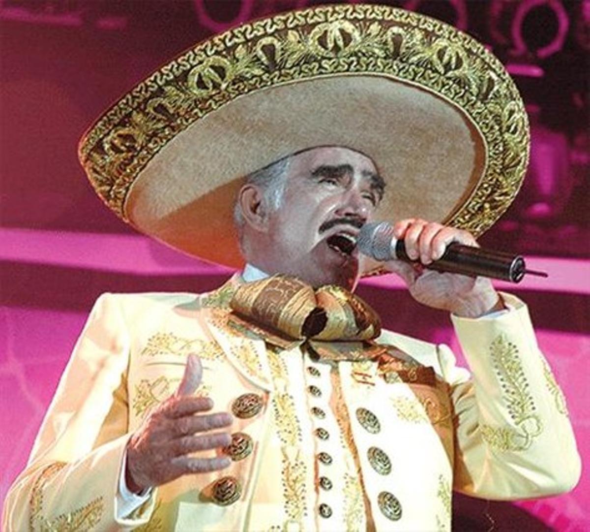 Vicente Fernández, durant un recital.