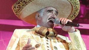 Vicente Fernández, durante un concierto.