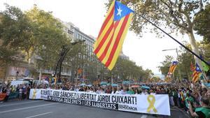Manifestación por la libertad de Jordi Sànchez, presidente de la ANC, y Jordi Cuixart en Paseo de Gracia en octubre.
