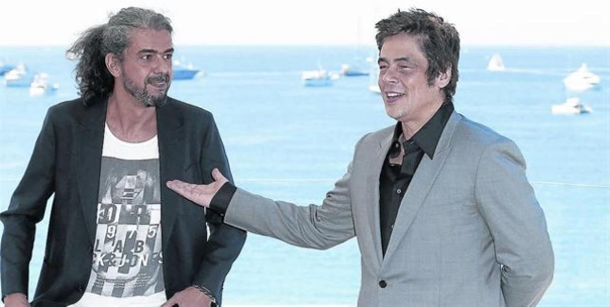 Fernando León de Aranoa (izquierda) y Benicio del Toro, ayer, en Cannes.
