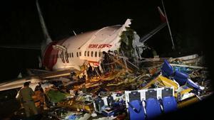 Un Boing 747 con repatriados del COVID se estrella en Calcuta