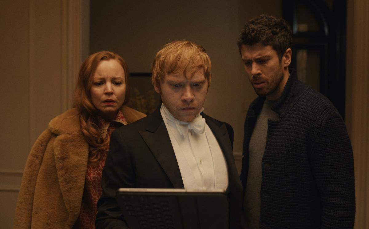 Lauren Ambrose, Rupert Grint y Toby Kebbell en 'Servant'.