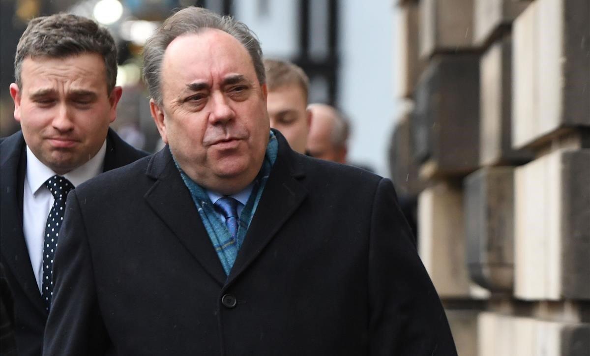 Alex Salmond, jutjat a Edimburg per abusos sexuals