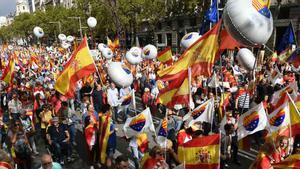Cabecera de la manifestación constitucionalista celebrada por el 12 de octubre en el centro de Barcelona