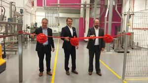 Inauguración de la planta con Joan Pere, director de operaciones de Eurofragance, Santiago Sabatés, CEO y fundador de Eurofragance, y Markus Steger, director general de Eurofragance en Asia.
