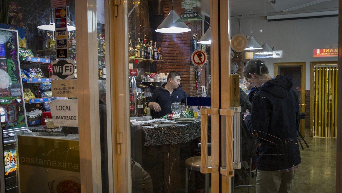 Bar en Barcelona regentado por un empresario de origen chino.