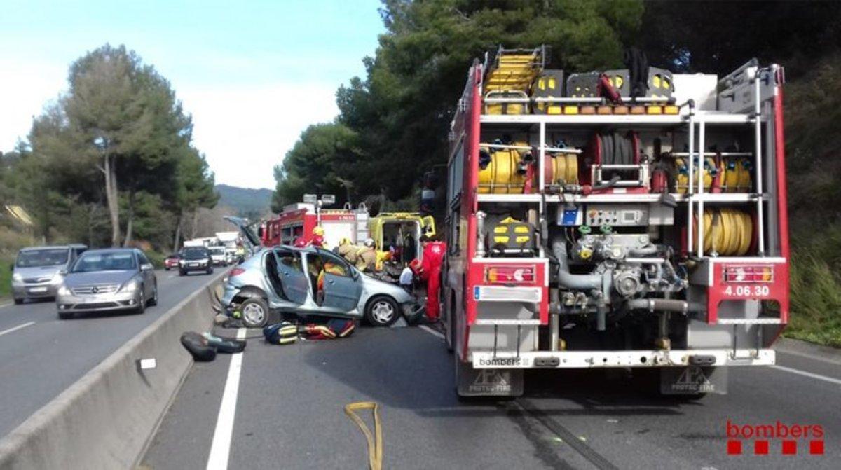 Accidente en la C-17 causado por un conductor que circulaba en sentido contrario.