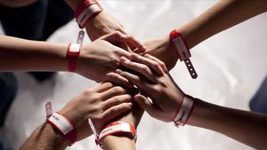 Una imatge de la sèrie de TVC 'Polseres vermelles'.