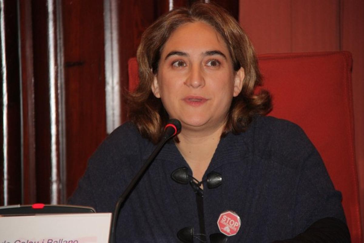 Ada Colau, duranteuna intervención en la comisión del Parlament.