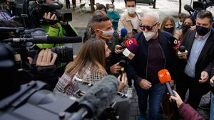 Josep Maria Mainat y su esposa llegan a los juzgados de Barcelona para declarar.