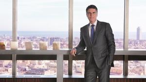 El consejero delegado del Banc Sabadell Jaume Guardiola, en la planta 22 del edificio corporativo en la Diagonal de Barcelona