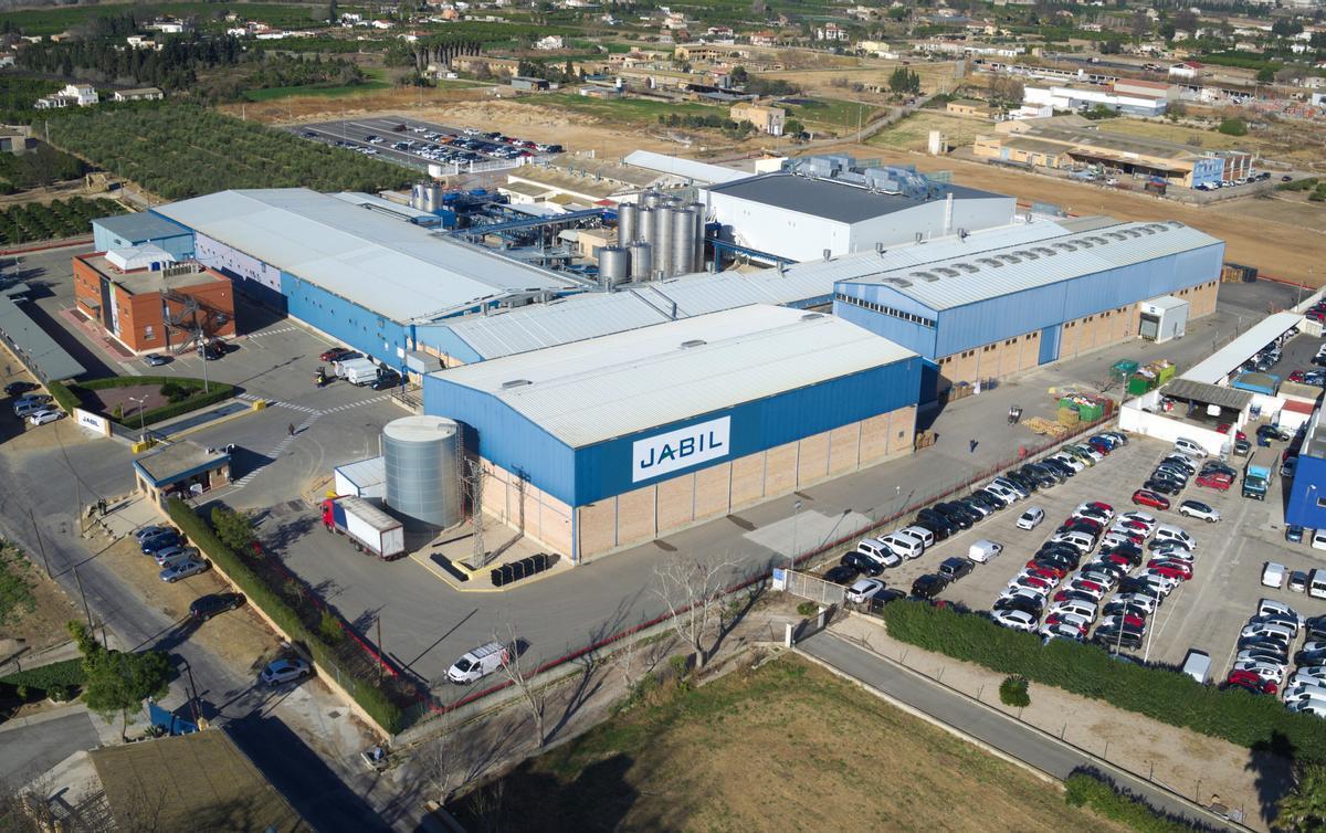 Vista aérea de la fábrica de Jabil, ubicada en el polígono Catalunya Sud de L'Aldea (Baix Ebre).