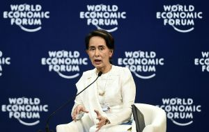 Suu Kyi ganó el Nobel de la Paz en 1991por su oposición pacífica durante la dictadura militar birmana.