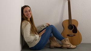 La cantante Beth interpreta en acústico para EL PERIÓDICO la canción 'Lullaby'.