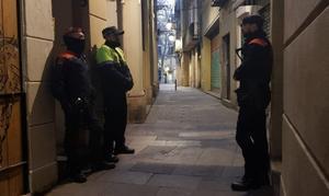 Operativo policial en tres narcopisos en el barrio Gòtic de Barcelona.