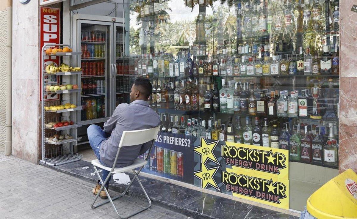 Un supermercado abierto 24 horas del Eixample de Barcelona.