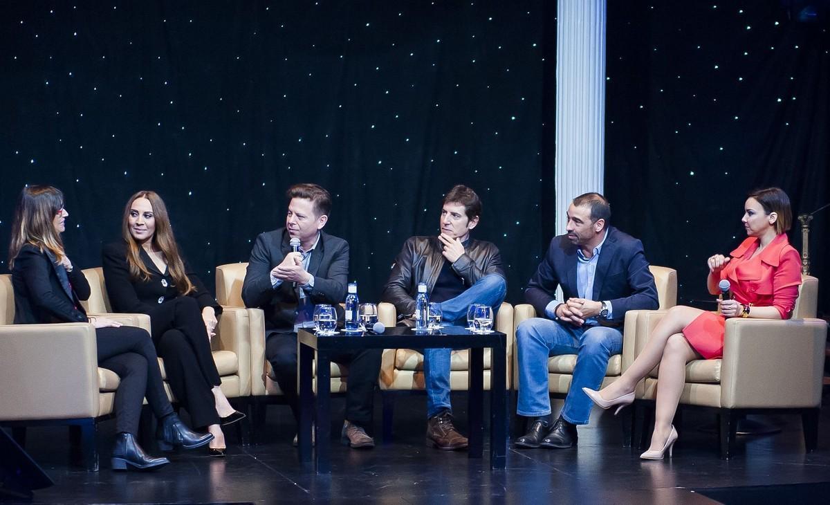 En el centro, Mónica Naranjo, Tinet Rubira y Manel Fuentes, en la presentación de 'Tu cara no me suena todavía'.