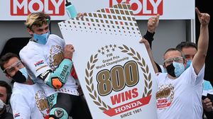 El español Jaume Masia (Honda) ha logrado hoy, en Motorland, la victoria nº 800 de Honda en el Mundial de motociclismo.