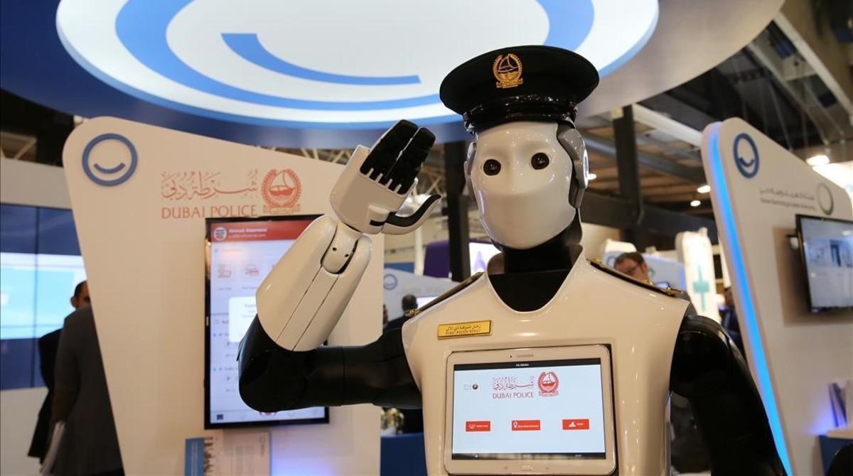 Un policía robot enel salon Smart City Expo World Congress, celebrado el pasado mes de noviembre en laFira de Gran Via de L'Hospitalet
