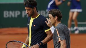 Ferrer y Feliciano, tras su partido del sábado en Roland Garros. El alicantino irá a Río, y el toledano ha renunciado por cuestión de calendario.