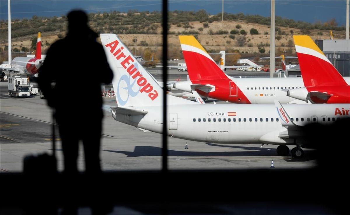 Aviones de Iberia y Air Europa en el aeropuerto Adolfo Suárez Madrid Barajas.