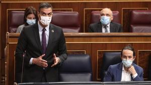 Los presidentes autonómicos abordarán con Von der Leyen los fondos europeos. En la foto, Pedro Sánchez y Pablo Iglesias, en el Congreso.