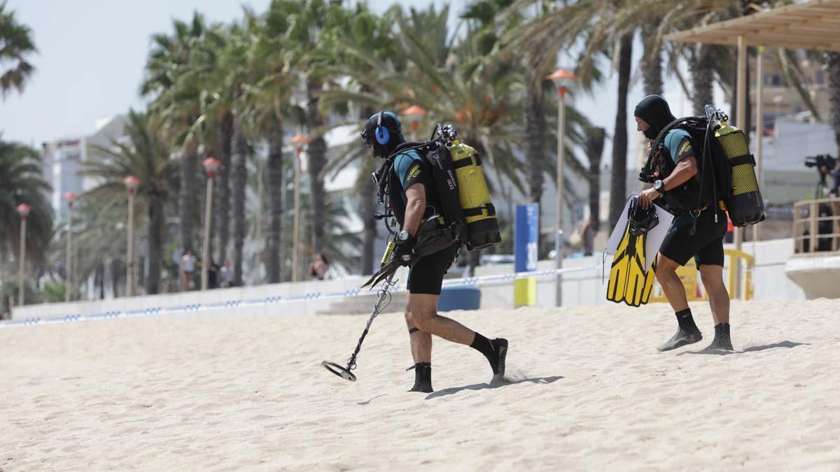 Desalojada una playa en Badalona tras el hallazgo de un artefacto sospechoso.