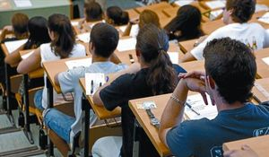 Estudiantes a punto de comenzar un examen.