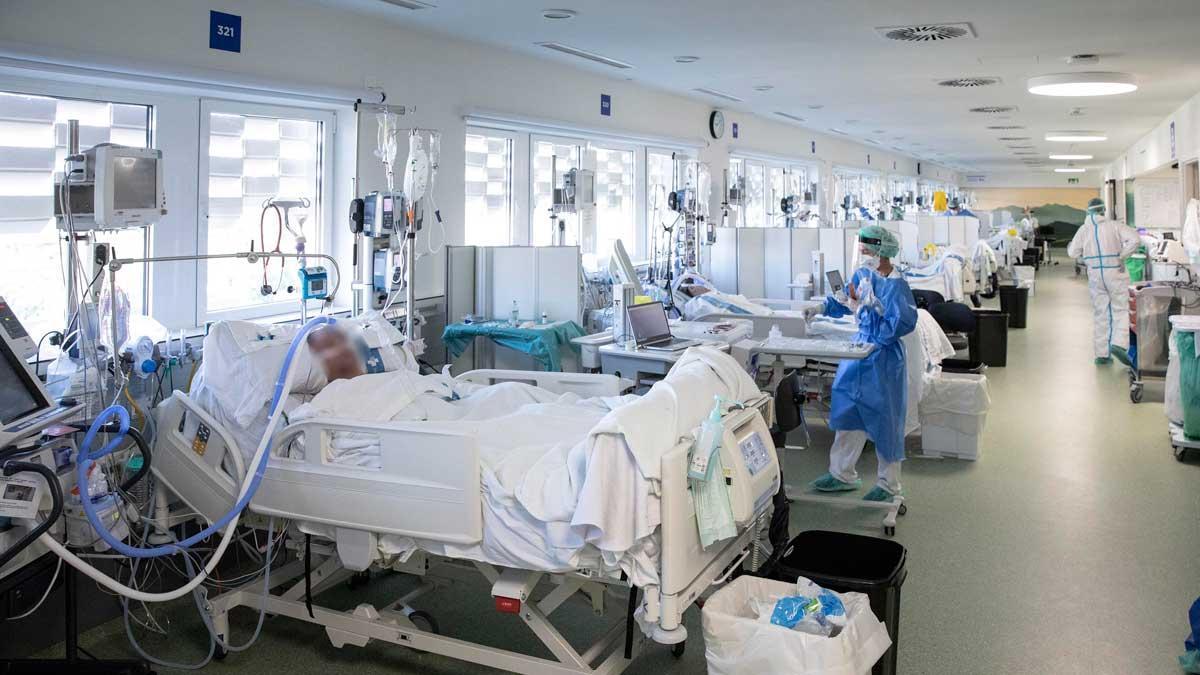 UCI para pacientes con covid en el edificio Garbí del Parc Sanitari Pere Virgili de Barcelona.