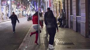 Prostitutas en la Rambla de Barcelona.