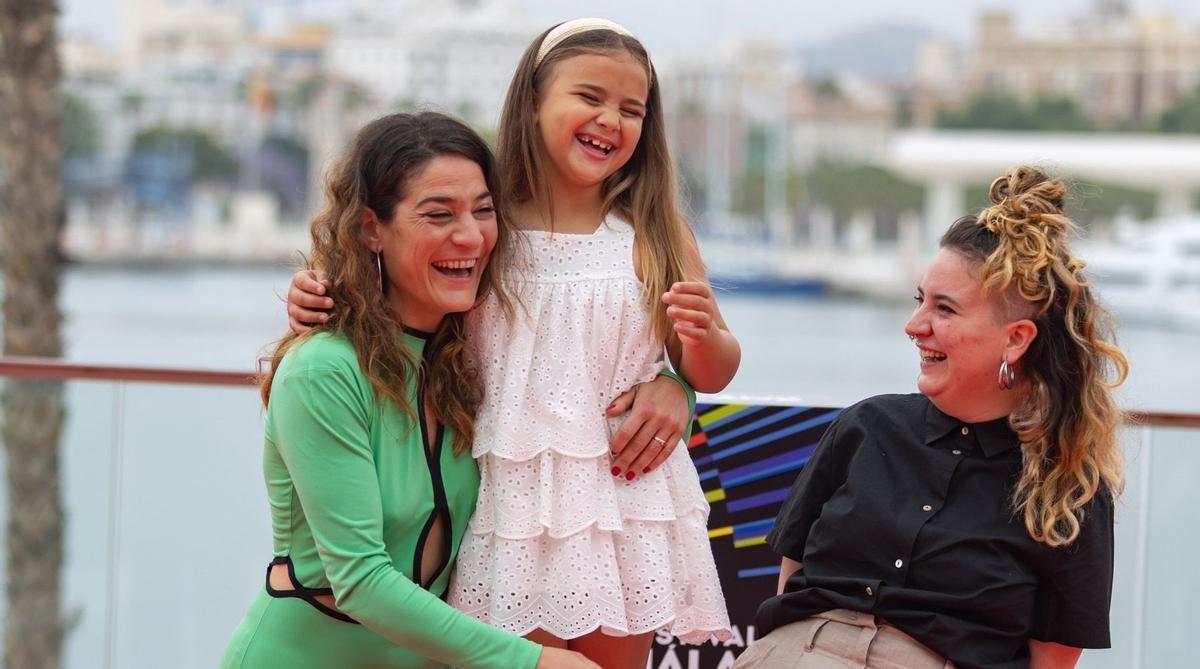 Júlia de Paz (a la derecha), con las actrices Tamara Casellas (izquierda) y Leire Marín, en Málaga.