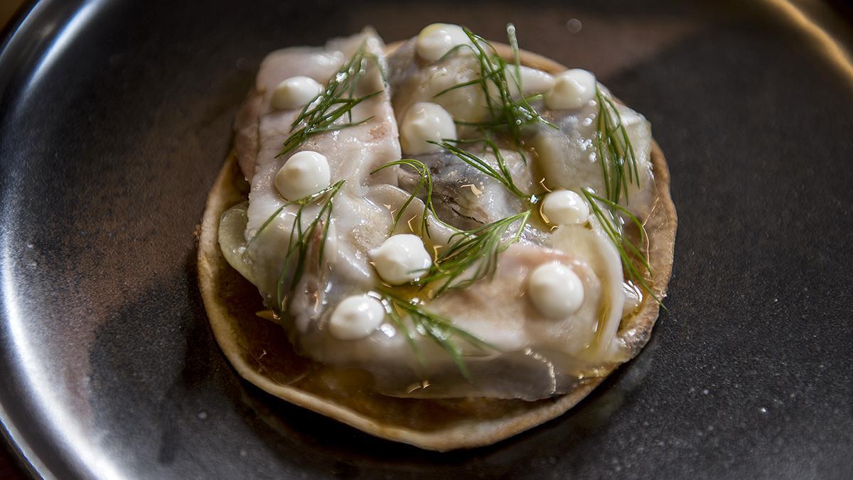 La coca de panceta y sardina ahumada de Direkte Boqueria.