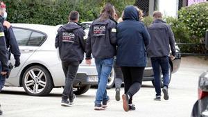Uno de los detenidos en el golpe a la falsificación de carnets de conducir en Girona.
