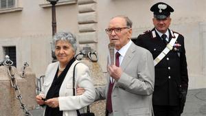 Ennio Morricone y su mujer Maria Travia, en el 2009.