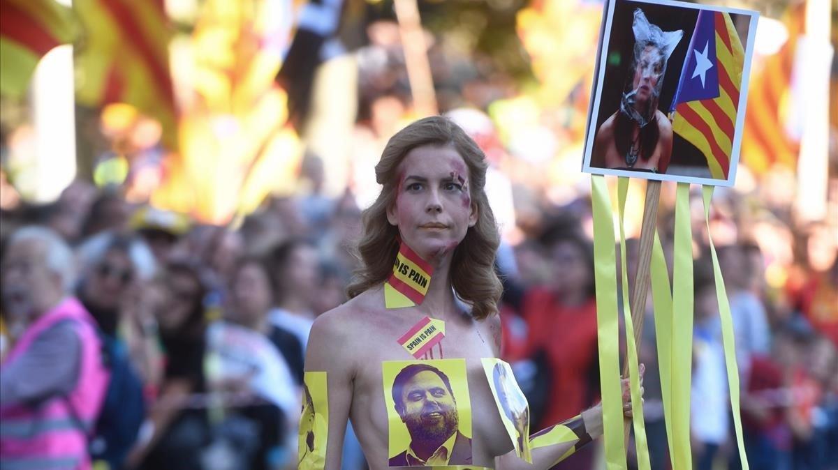 Protesta nudista en la manifestación de la ANC y Omnium.