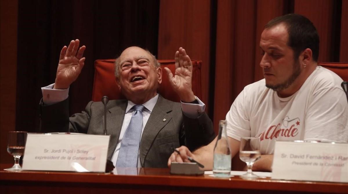 El 'expresident' Jordi Pujol, en la comisión de investigación sobre la corrupción, presidida por David Fernàndez, el 23 de febrero del 2015.