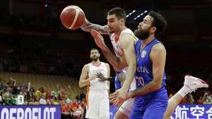 Espanya s'imposa en una batalla amb Itàlia que la porta a quarts